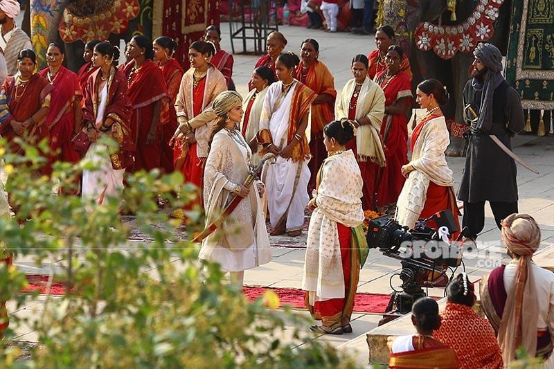 on the sets of manikarnika