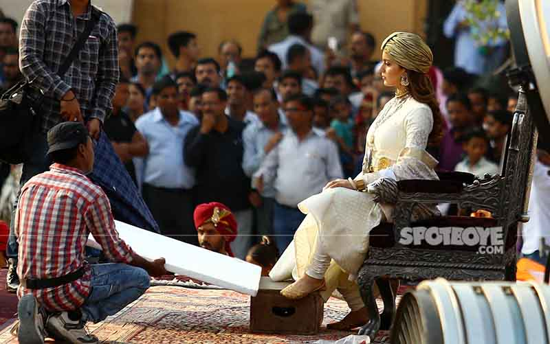 on the sets of manikarnika
