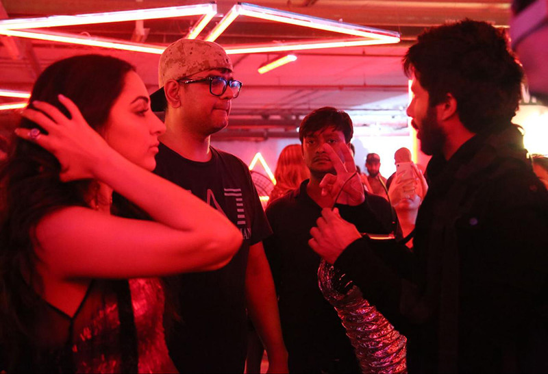 on the sets pictures of shahid kapoor and kiara advani