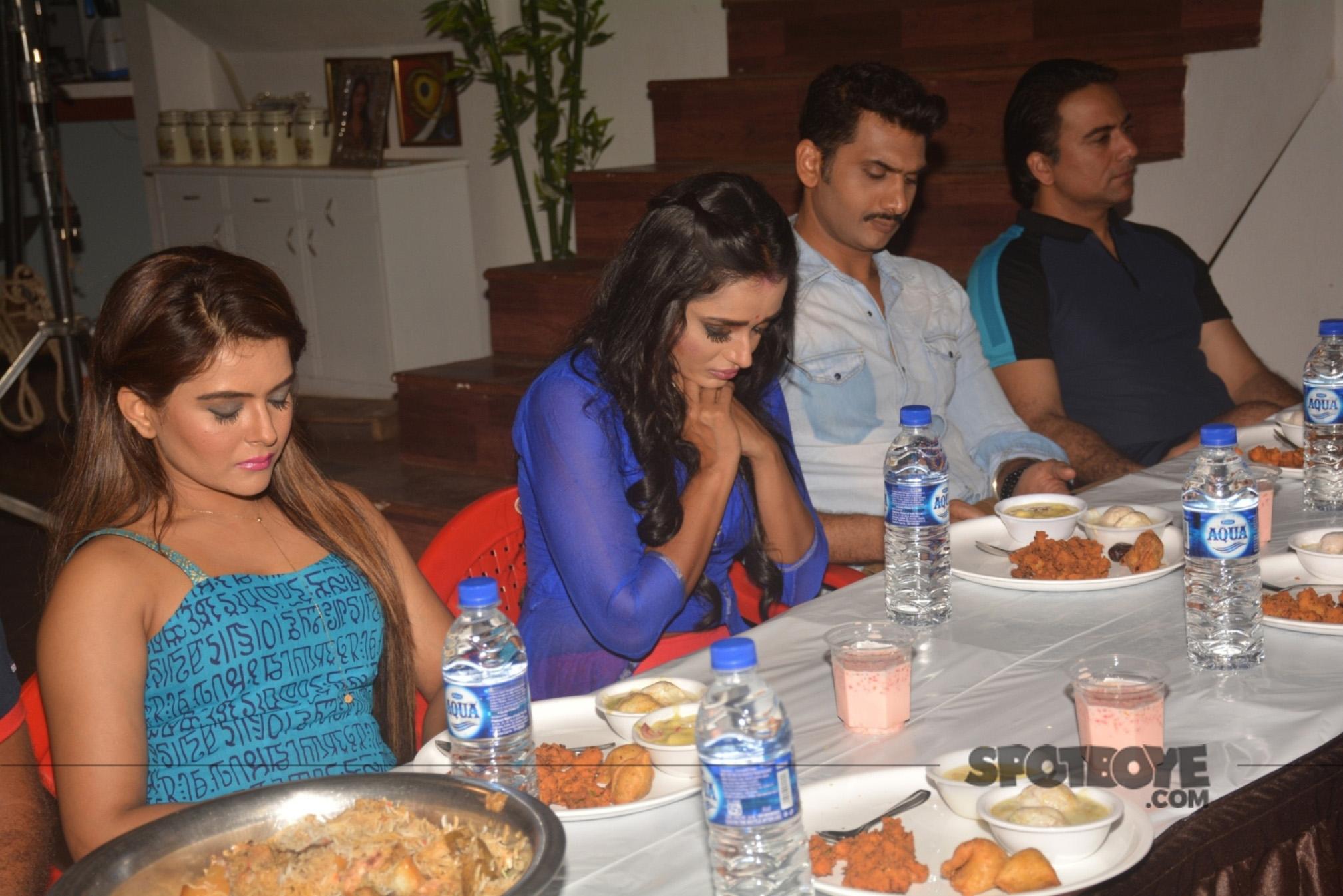 parul chauhan and the cast of yeh rishta kya kehlata hai at the iftar celebrations