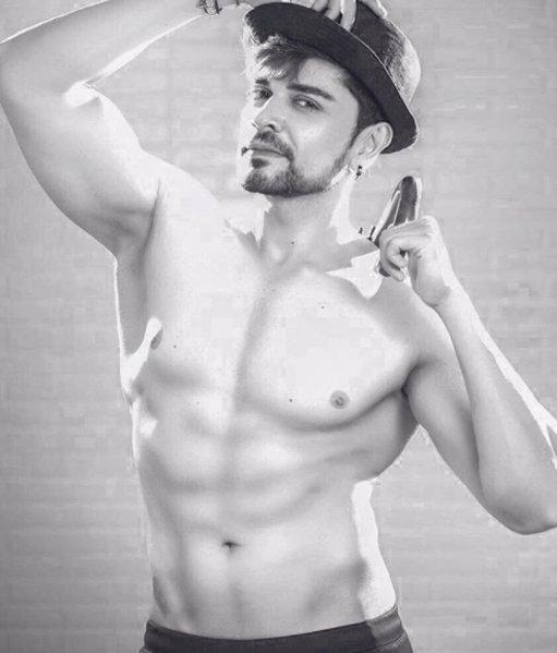piyush sahdev poses for a photoshoot