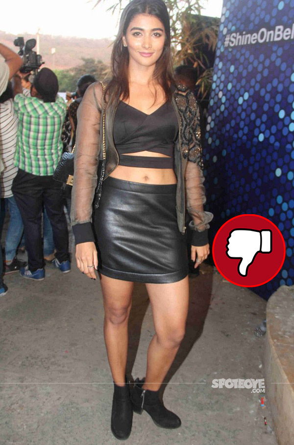 pooja hegde in black at justin bieber purpose world tour