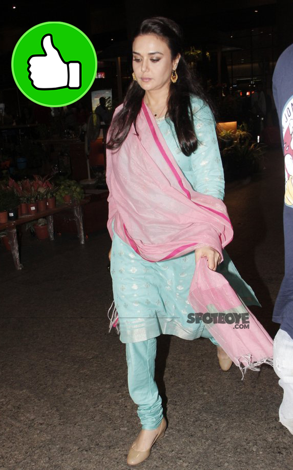 preity zinta spotted at the airport