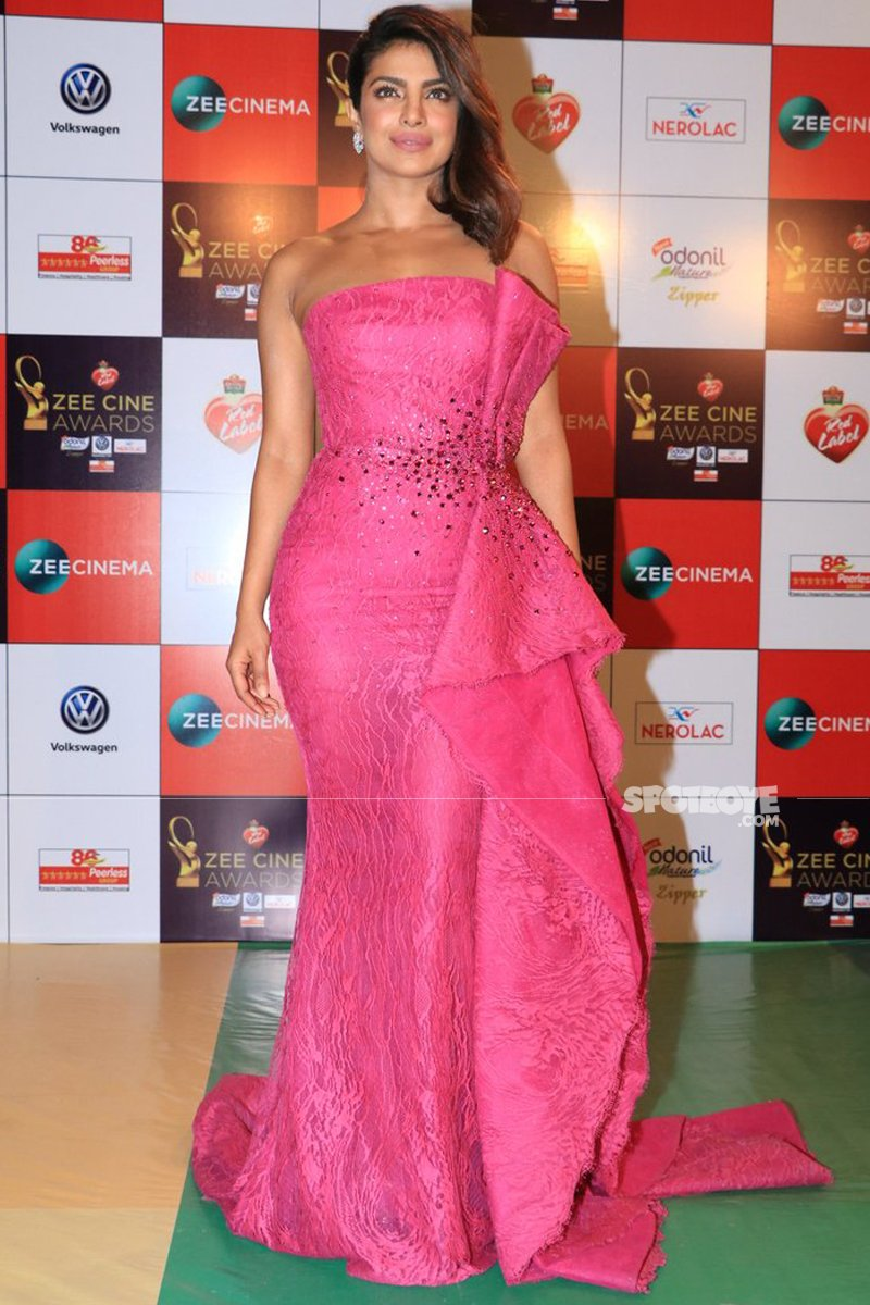 priyanka chopra at zee cine awards