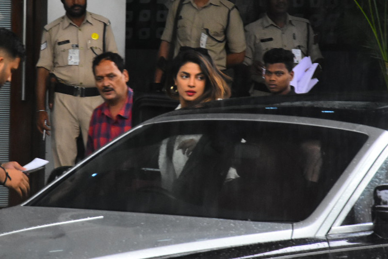 priyanka chopra spotted at the airport