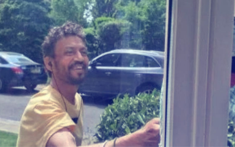 Braveheart Irrfan Khan's First Picture After Fighting Ailment Has A Smile! Salute!!