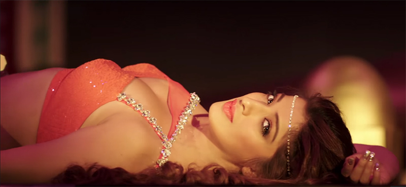 raai laxmi bold look in julie 2
