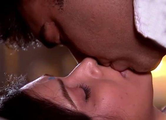 ram kapoor and sakshi tanwar lip lock in bade acche lagte hain