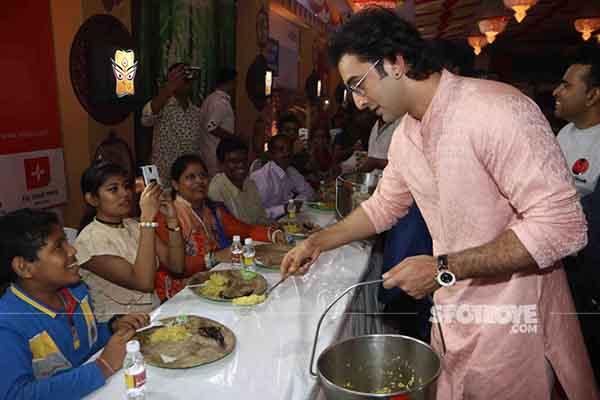 ranbir kapoor serving bhoog at durga puja