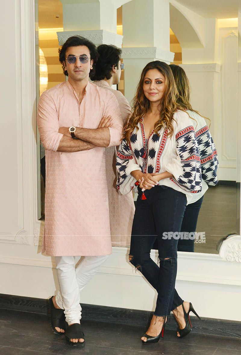 ranbir kapoor visits gauri khan at her store in juhu
