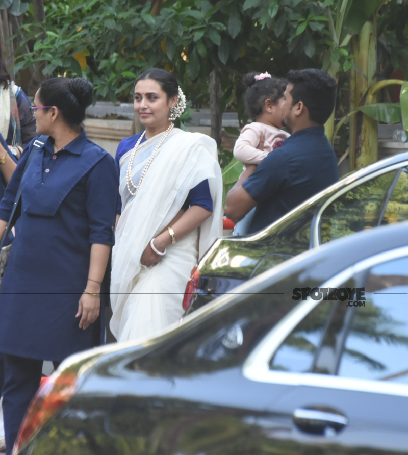 rani mukerji at her fathers prayer meet