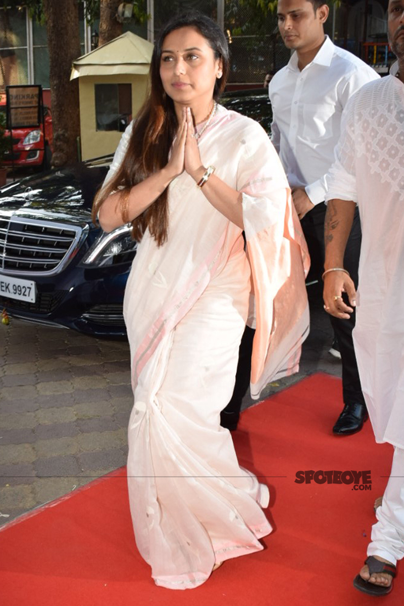 rani mukherji at her father prayer meet