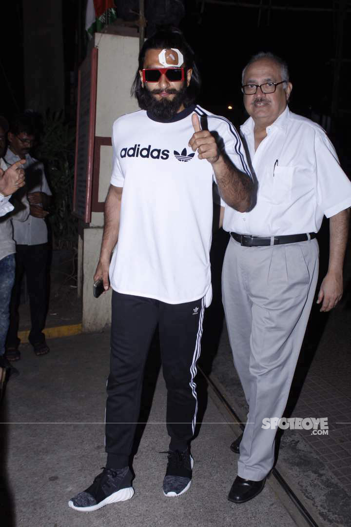ranveer singh exiting from lilavati hospital