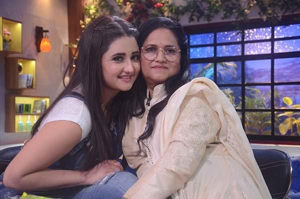 rashami desai with mom