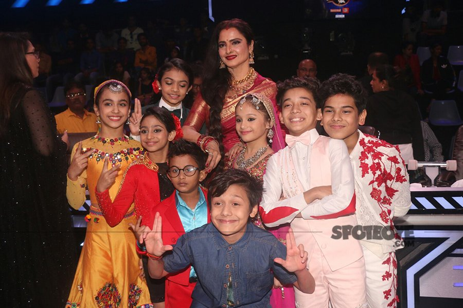 rekha poses with the kids contestants