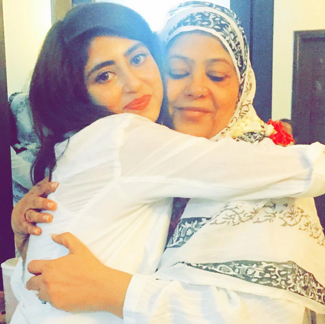 sajal ali with her mother