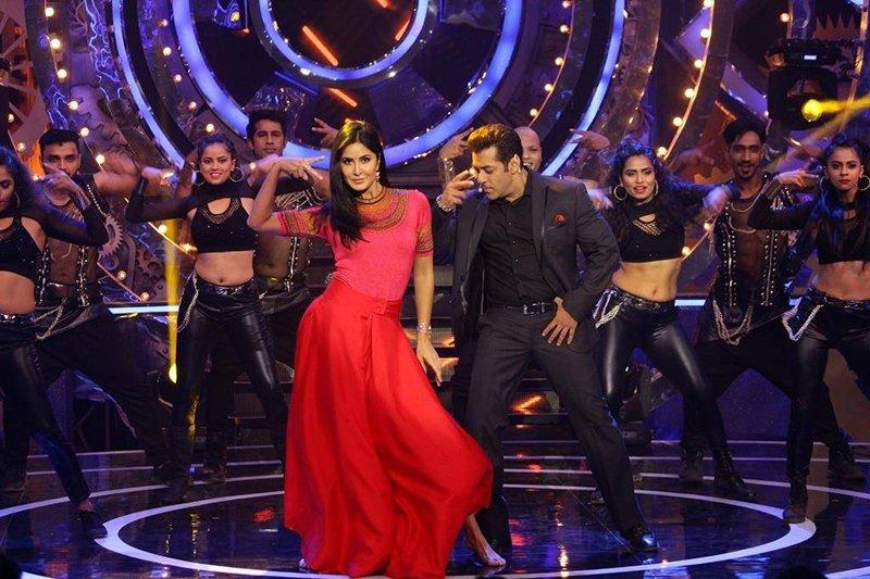salman khan and katrina kaif dancing on stage
