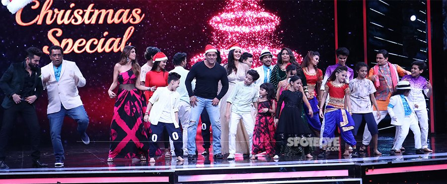 salman khan and katrina kaif promote tiger zinda hai on super dancer season 2