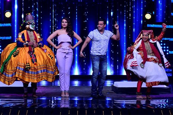 salman khan and sonakshi sinha on the sets of nach baliye 8