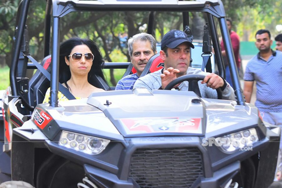 salman khan gives a ride to his guest