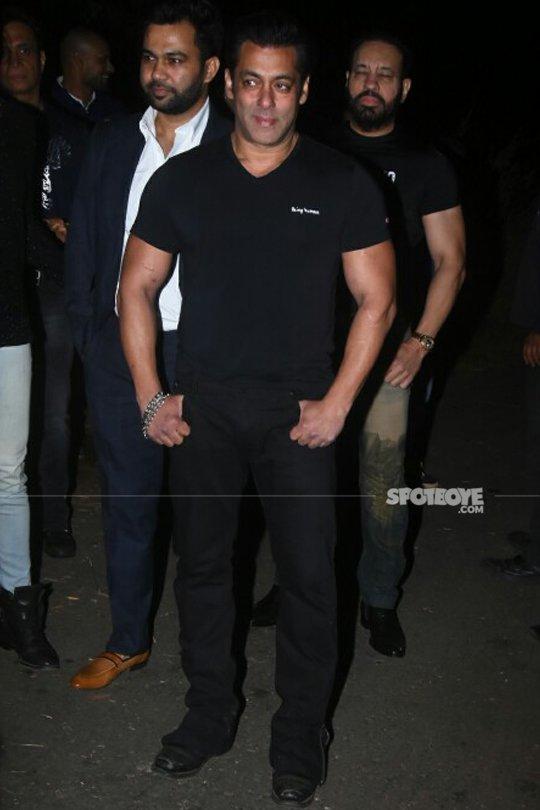 salman khan poses for the media
