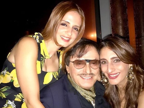 sanjay khan with daughters sussane and farah