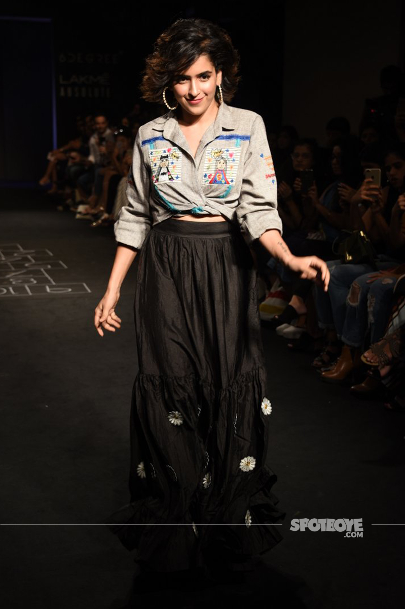 sanya malhotra at lakme fashion week 2017