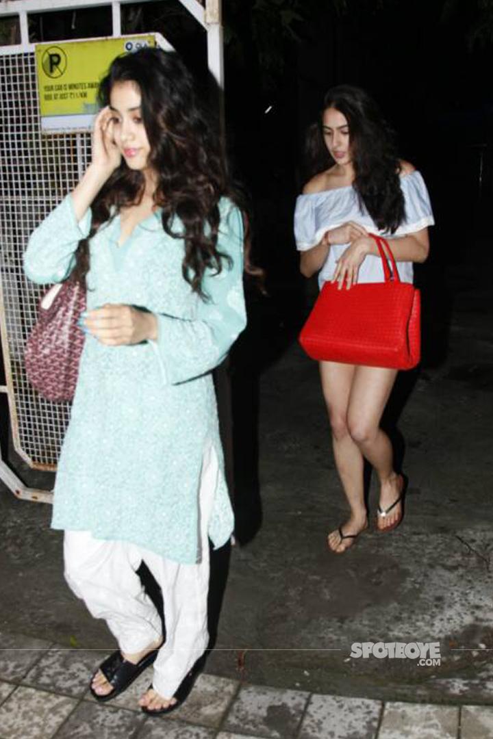 sara ali khan and jhanvi kapoor visit the salon