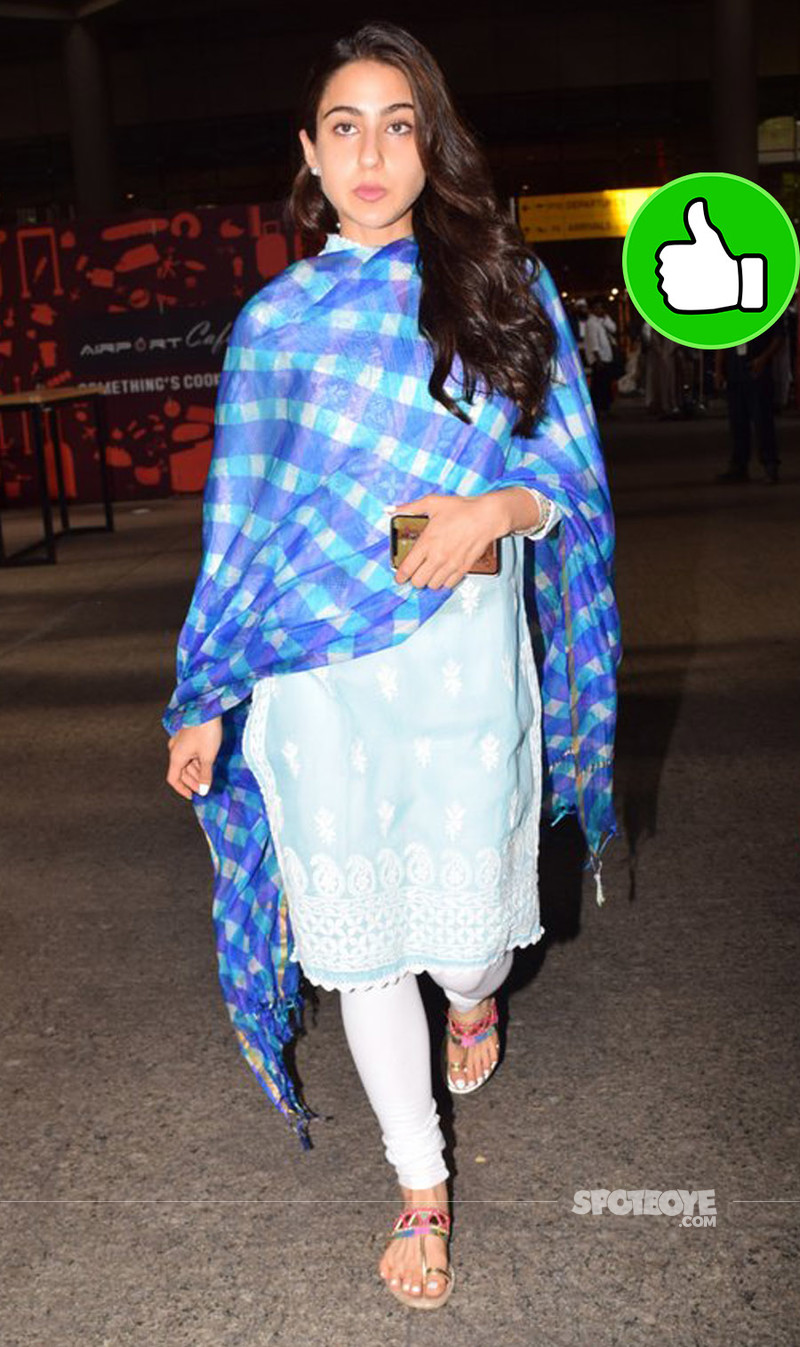 sara ali khan at the airport