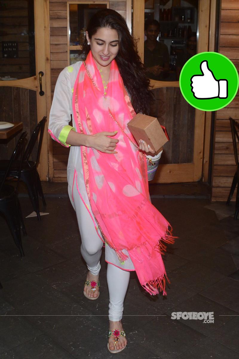 sara ali khan snapped outside farmer cafe