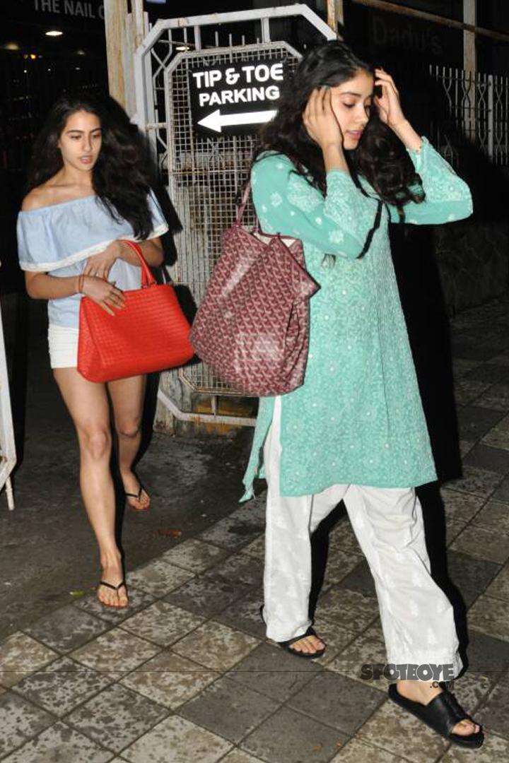 sara ali khan spotted with jhanvi kapoor
