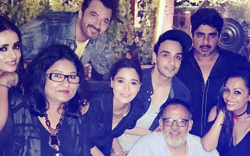 PICS: Sara Khan Reunites With Team Sapna Babul Ka...Bidaai