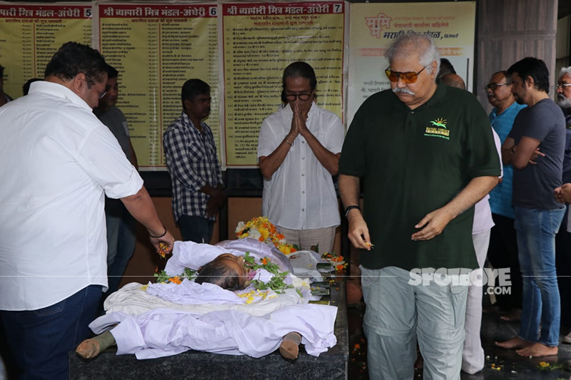 satish shah snapped at the funeral