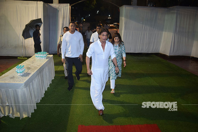 shah rukh khan at kundan shahs prayer meet