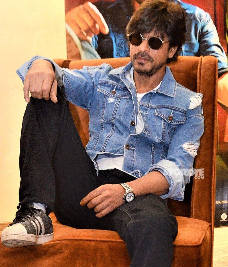 shah rukh khan poses for a photo shoot