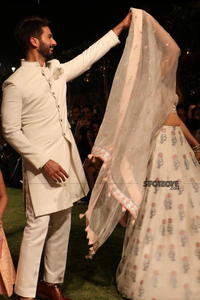 shahid kapoor and mira rajput dance on ramp