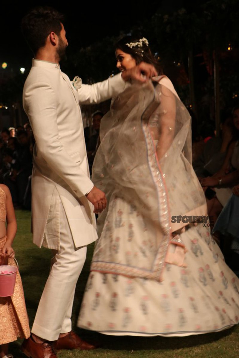 shahid kapoor and mira rajput danceon the ramp