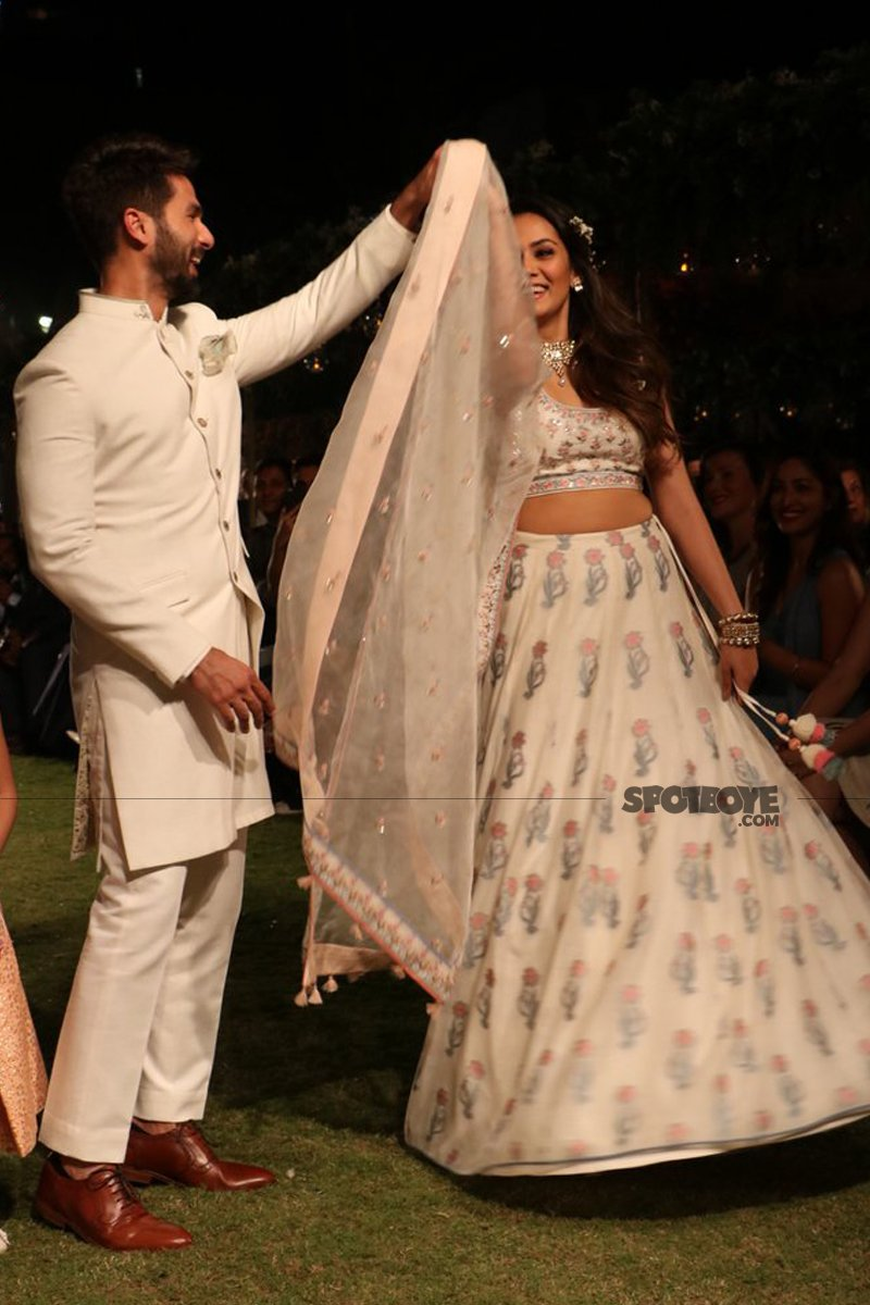 shahid kapoor and mira rajput share a cute moment