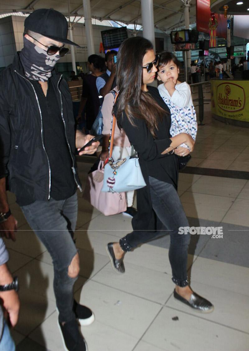 shahid kapoor mira rajput and misha at the airport