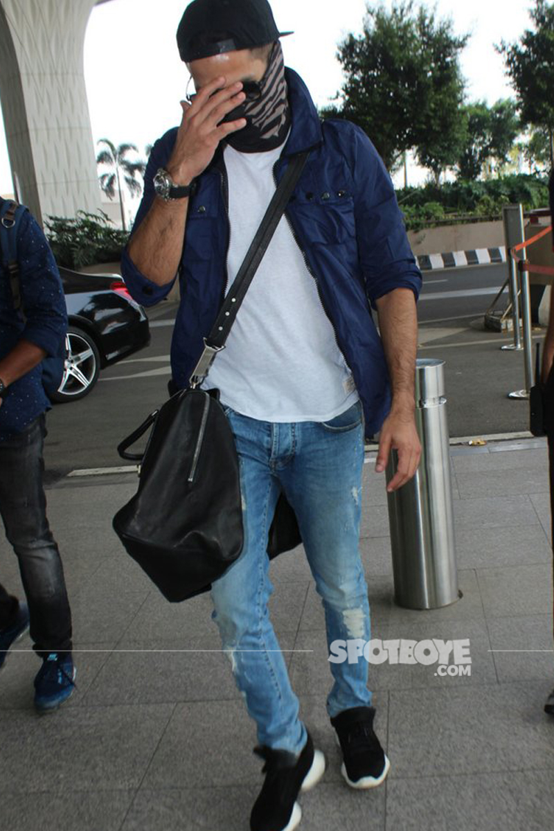 shahid kapoor spotted at the airport