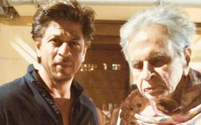 Pic: दिलीप कुमार से मिलने पहुंचे उनके मुंह बोले बेटे शाहरुख़ खान