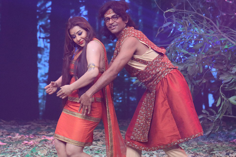 shilpa shinde and sunil grover in jio dhan dhana dhan