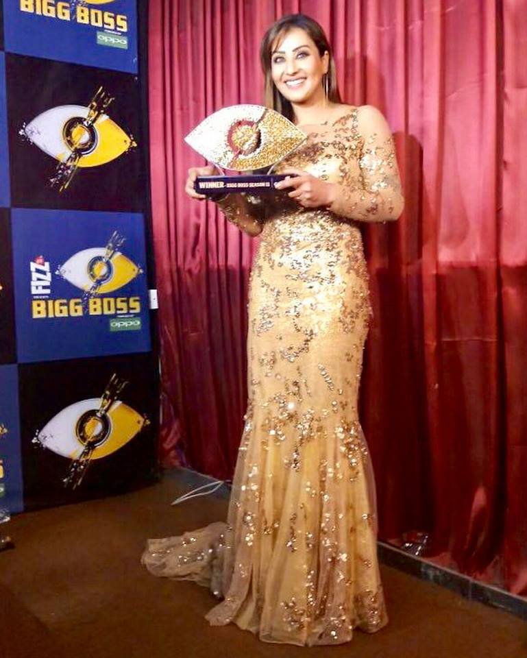 shilpa shinde with the trophy
