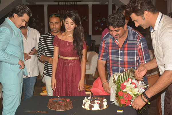 shivangi joshi birthday celebration on the sets of her tv show with two cakes