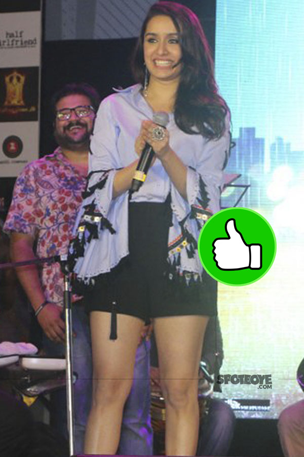 shraddha kapoor impress us with a puff sleved blouse and black shorts at half girlfriend music concert