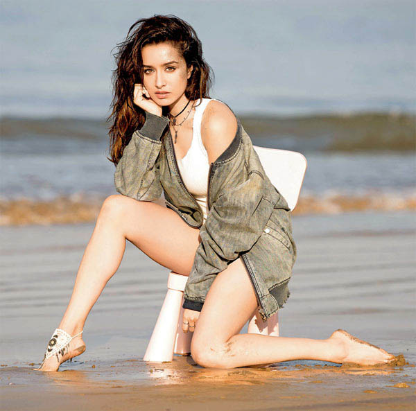 shraddha kapoor poses for a pic