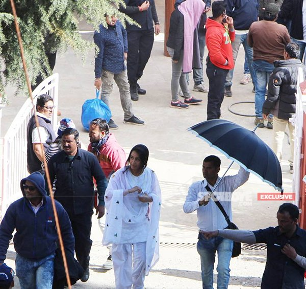 shraddha kapoor spotted at the set of batti gul meter chalu