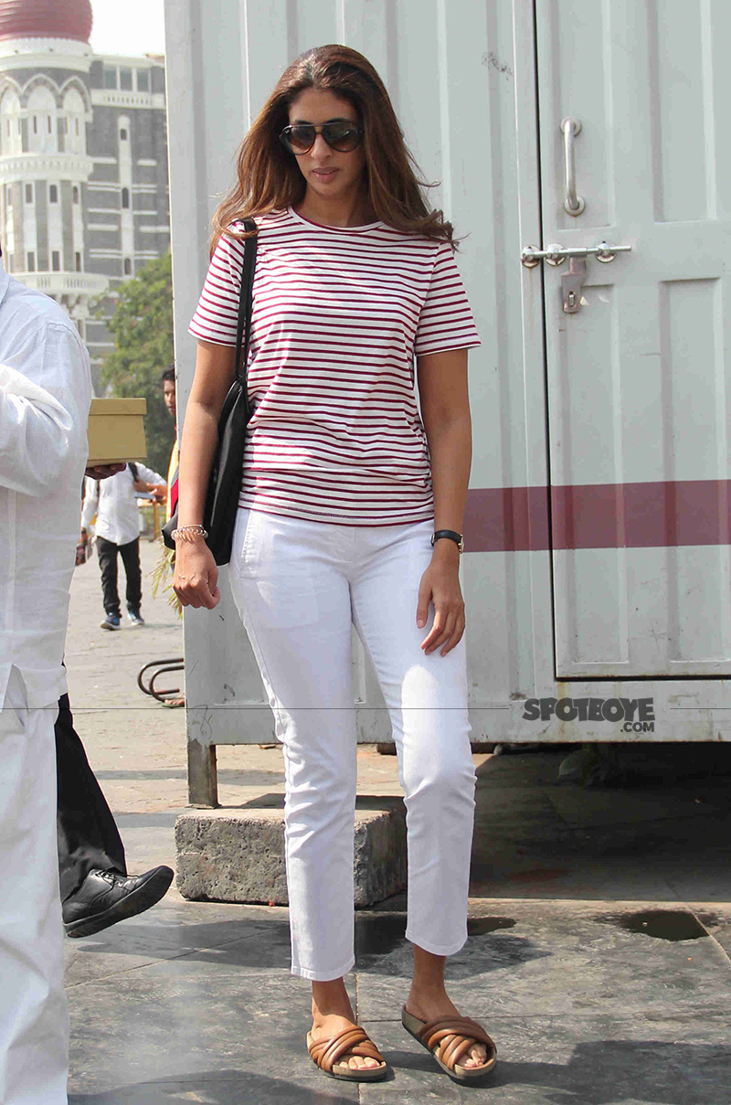 shweta bachchan snapped on her way to alibaug at gateway of india jetty