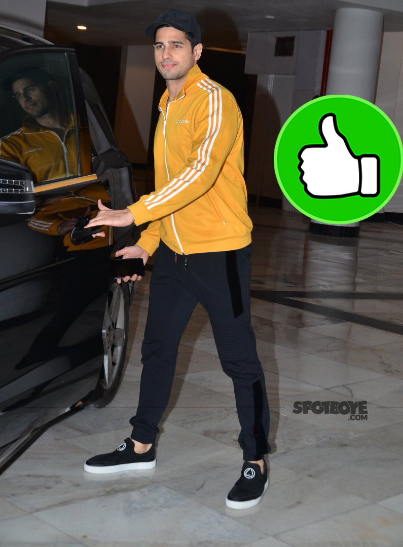 sidharth malhotra snapped outside karan johar house