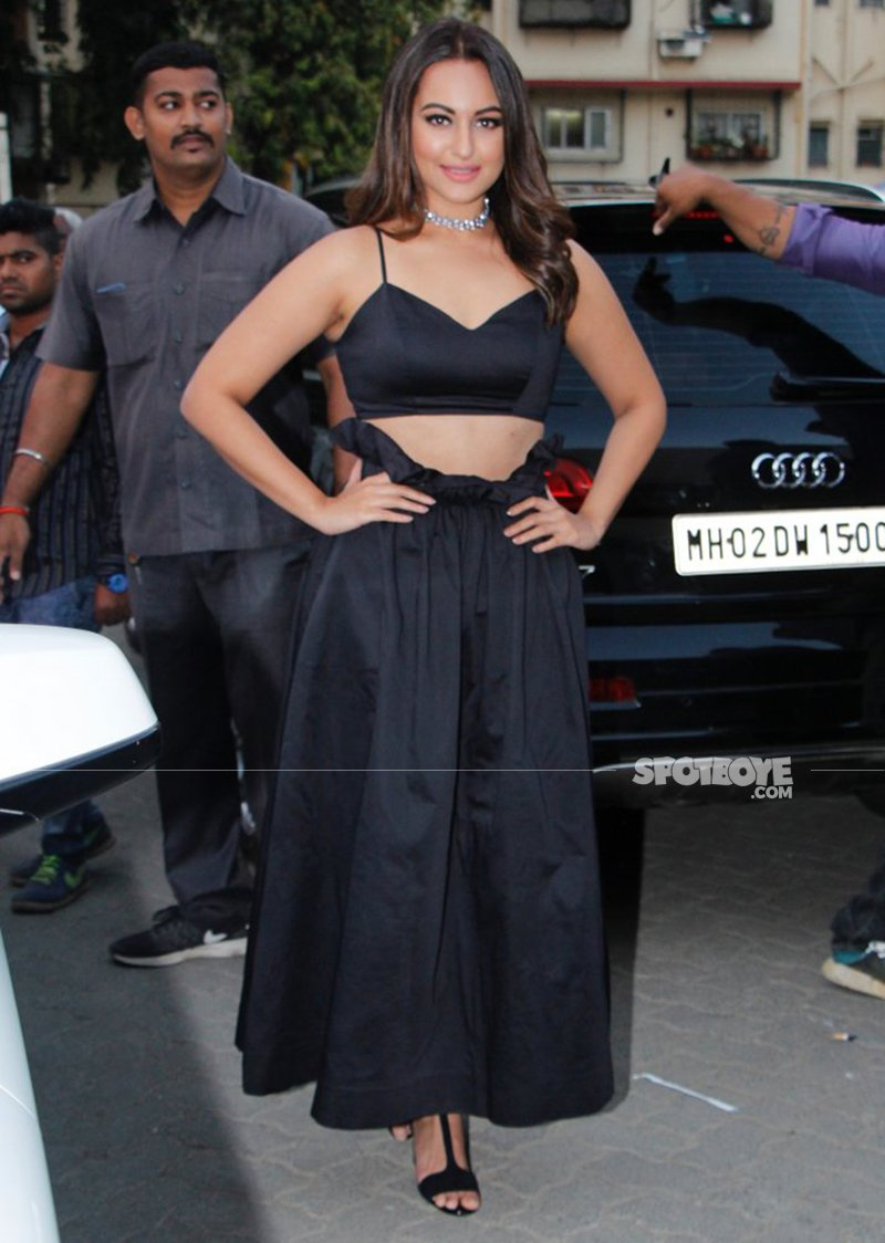 sonakshi sinha snapped post zoom shoot at mehboob studios